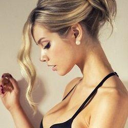 Обнаженная знаменитость Каролина Севастьянова на бесплатных фотках и видеороликах