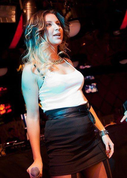 фото певицы асти