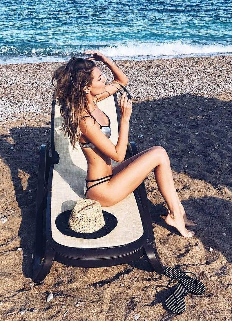 Александра савельева фото на пляже