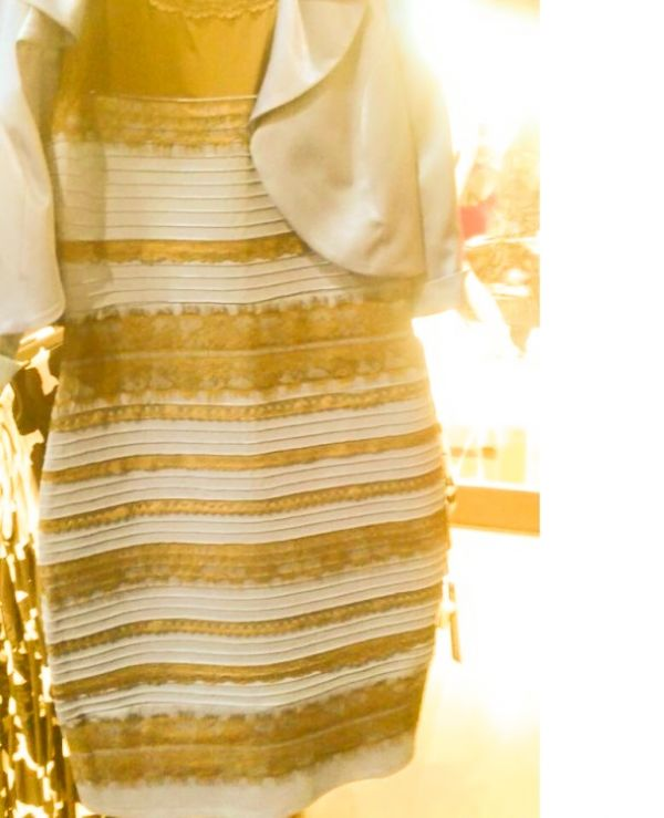 Кого цвета платье прикол картинка