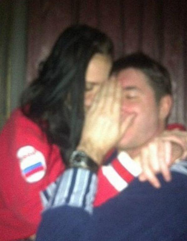 того кожевников александр хоккеист фото с женой мебельный