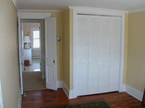 Установка жалюзийных дверей в гардеробную своими руками 11