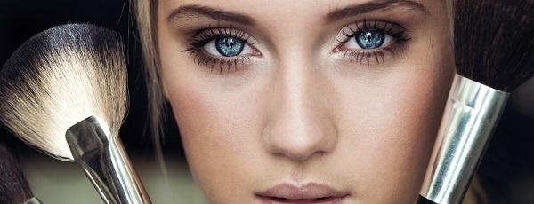 Макияж для нависшего века. Как правильно красить ресницы, брови, контур глаз и веко?