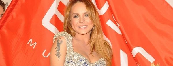 Певица МакSим появилась в шикарном синем платье на премии MusicBox