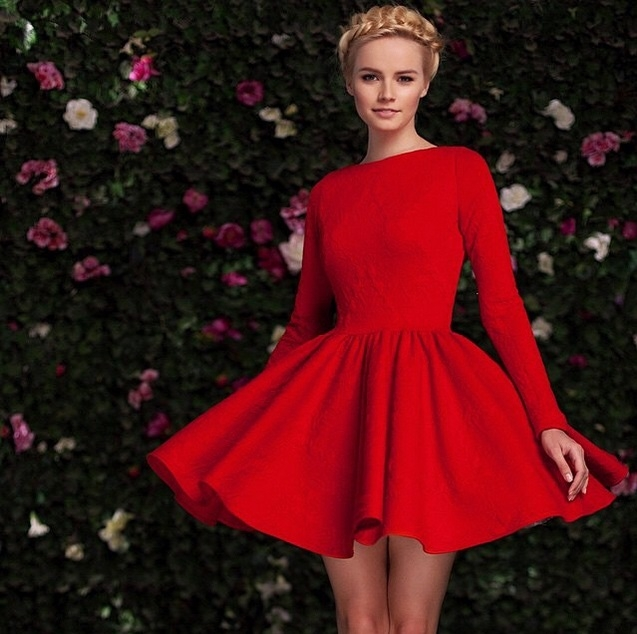 Белое золото красное платье